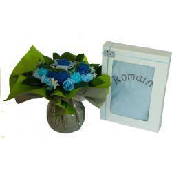 Bouquet de 8 layettes et sa cape de bain personnalisée : Garçon